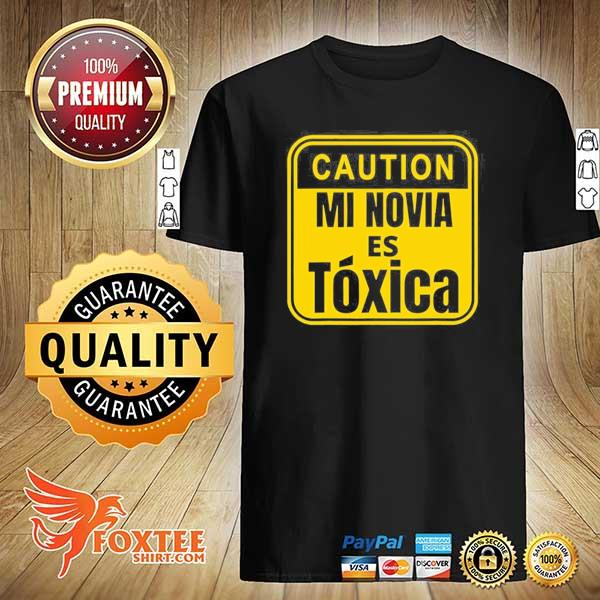 Caution mi novia es toxica shirt