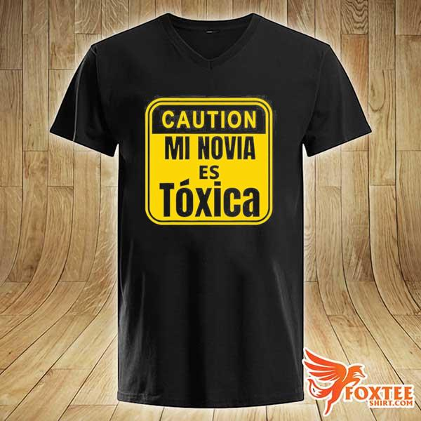 Caution mi novia es toxica s v-neck